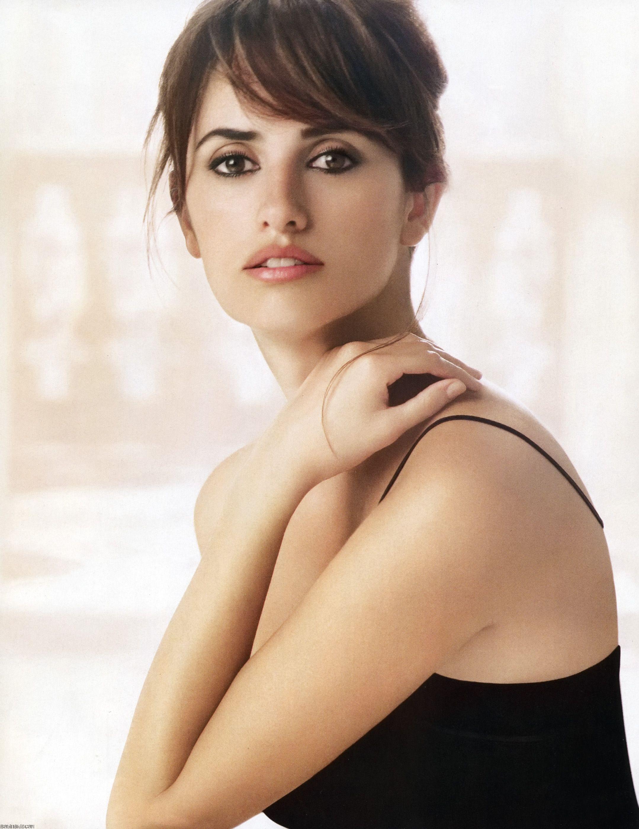 Penelope-Cruz-is-the-new-face-of-Loewe
