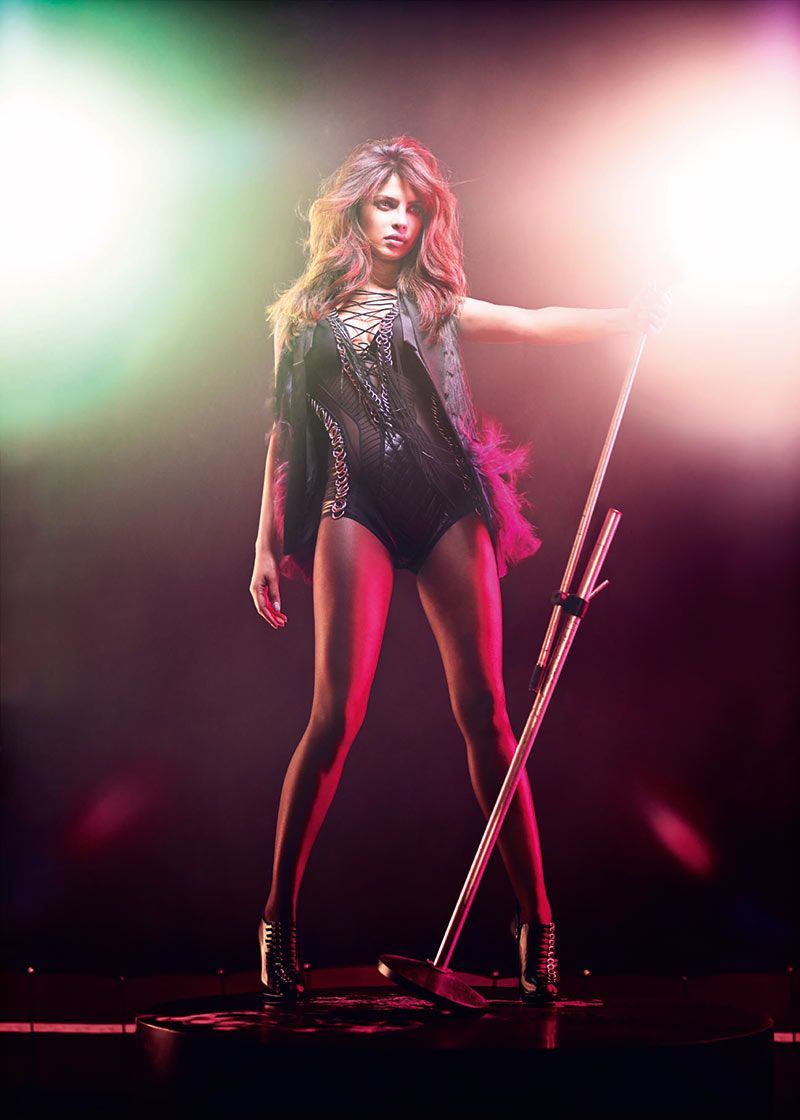 Priyanka Chopra for GQ India December 2012-005
