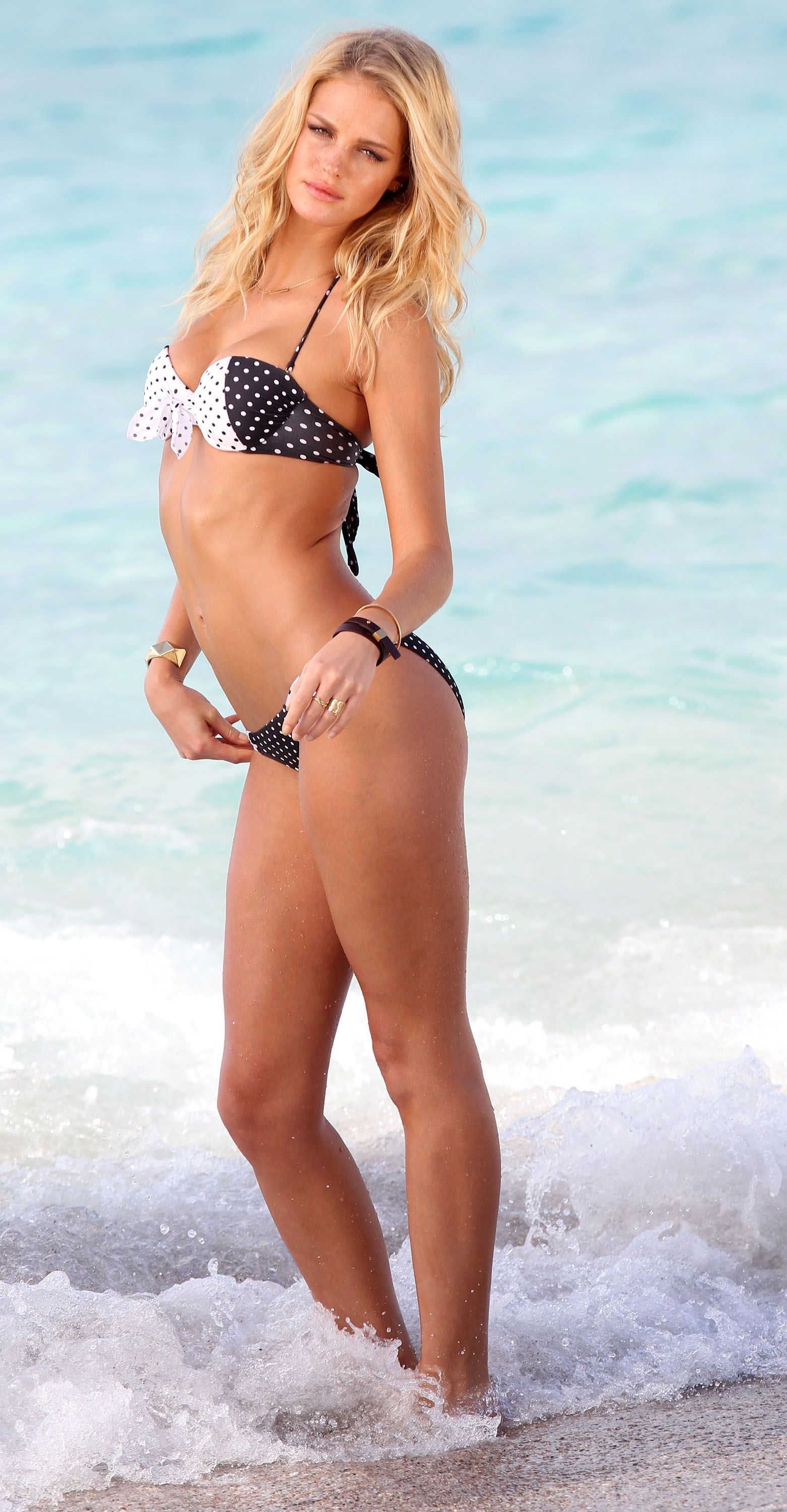 Erin Heatherton Shows Off Her Bikini Body