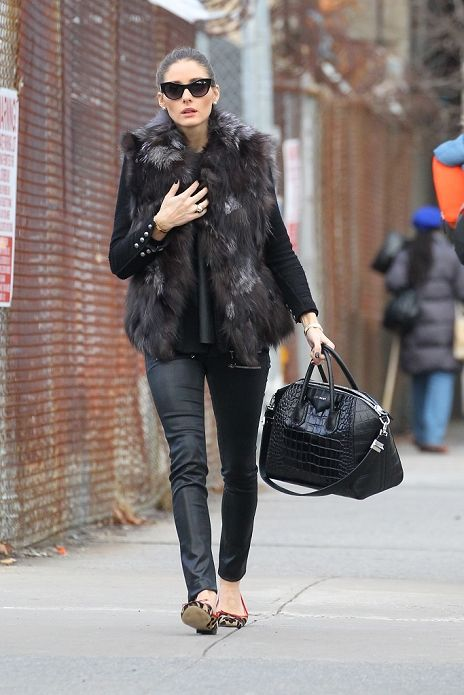 Olivia Palermo brighten the streets of New York with her sophisticated fashion.