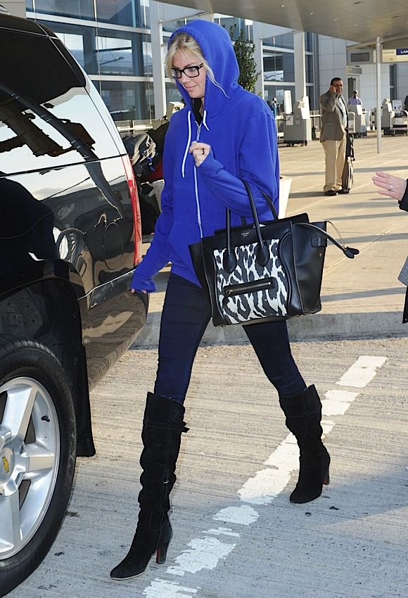 kate-upton-is-the-latest-celeb-to-pick-up-a-celine-luggage-tote-001