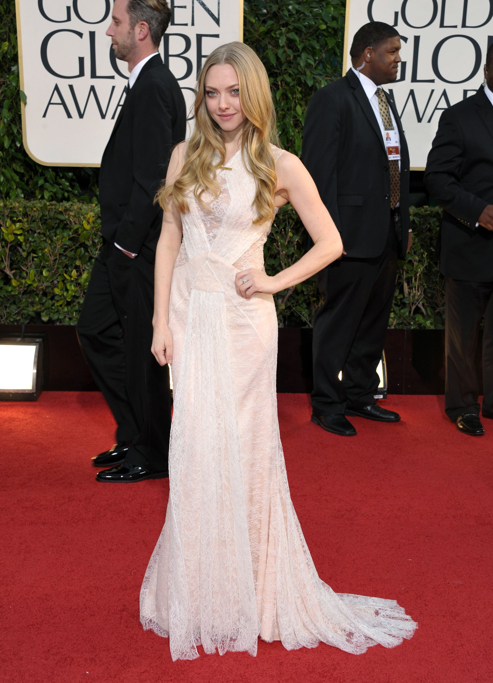 151718357_AmandaSeyfried_70thAnnualGoldenGlobeAwards5_122_337lo