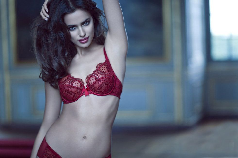 Irina Shayk Deduces La Clover Lingerie for Valentine's Day (3)