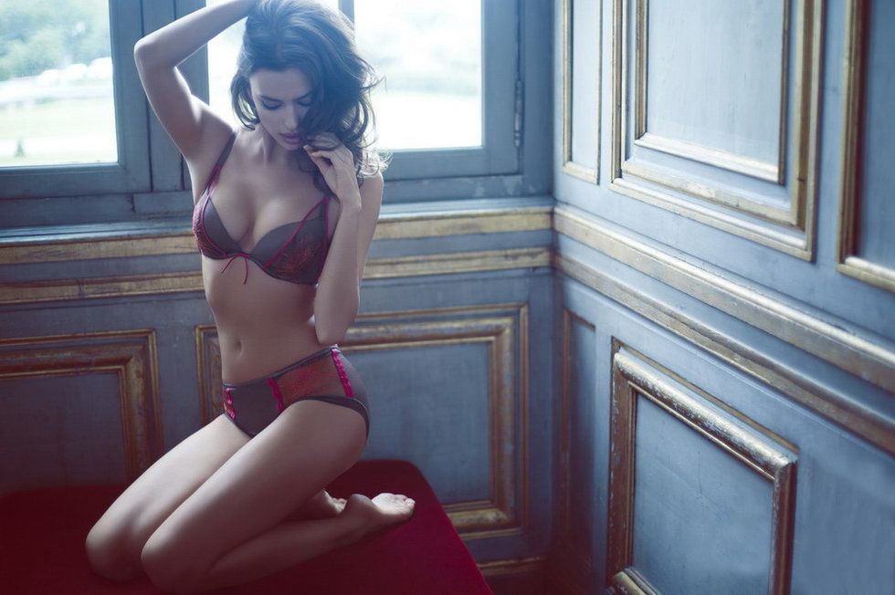 Irina Shayk Deduces La Clover Lingerie for Valentine's Day (4)