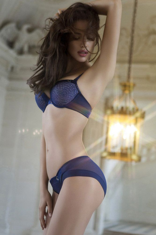 Irina Shayk Deduces La Clover Lingerie for Valentine's Day (7)
