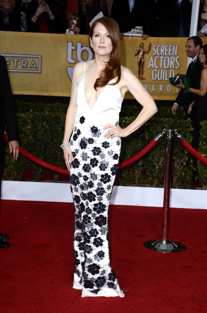 Julianne_Moore_19th_Annual_Screen_Actors_Guild_8WhRwdaVghEx