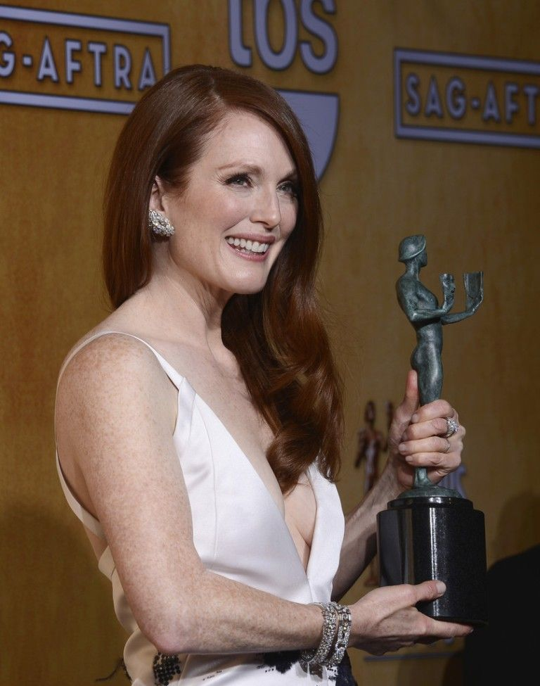 Julianne_Moore_19th_Annual_Screen_Actors_Guild_eHkFkq7q4A4x