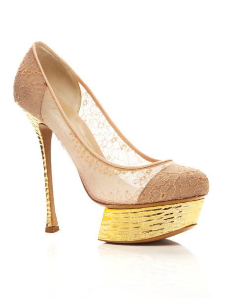 nicholas-kirkwood-pre-fall-2013-lace-and-hammered-gold-platform-pump