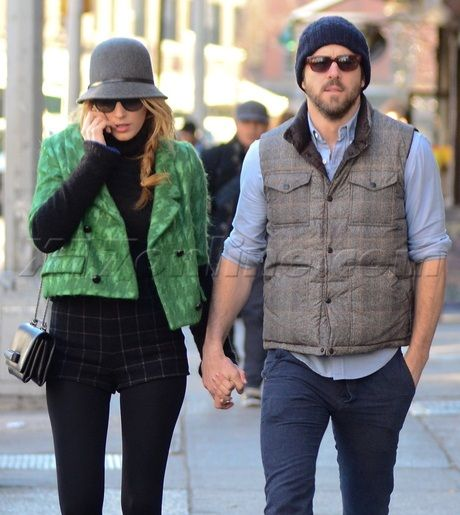 EXCLUSIVE Newlyweds Blake Lively and Ryan Reynolds walk hand in hand USA/CAN/AUS/NZ ONLY