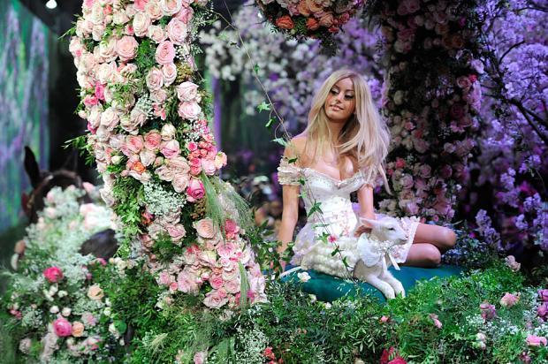 zahia-dehar-haute-couture-spring-2013-pfw21