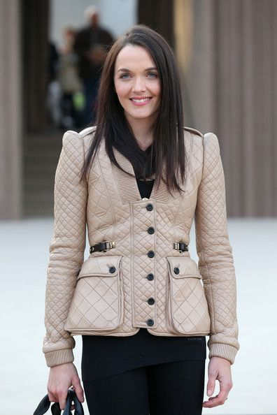 Frieda+Pinto+Burberry+Prorsum+Autumn+Winter+xvBw0JSLlWbl
