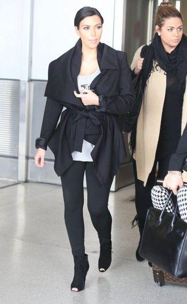 Kim_Kardashian_Kim_Kardashian_Arriving_Flight__Oi4a_t8vb6l