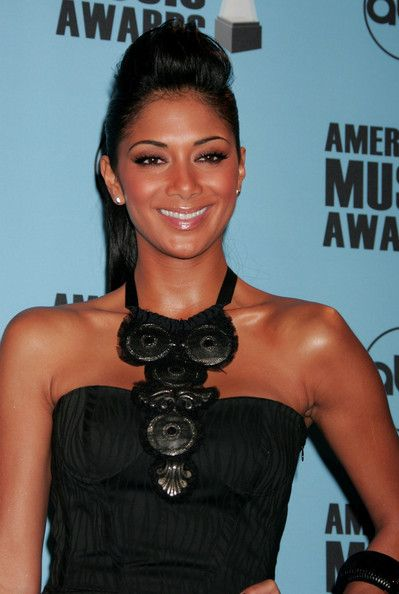 Nicole+Scherzinger+Statement+Necklace+Black+0QfOnf7W7cvl