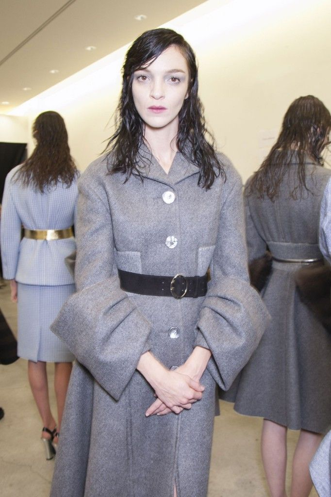 Prada_Fall_2013_Backstage_7pyrxl_MSK8_Xx