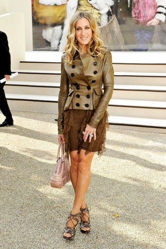 Sarah-Jessica-Parker-attending-the-Burberry-Prorsum-Spring-2011-Show-in-London