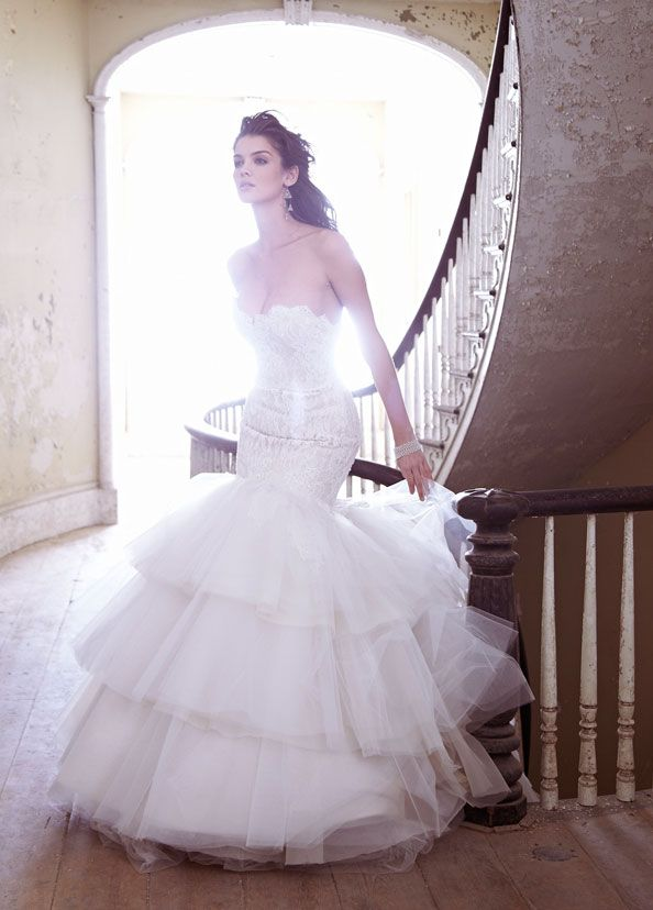 jim-hjelm-bridal-charmeuse-tulle-gown-strapless-beaded-lace-elongated-tiered-skirt-beaded-chapel-train-8302_zm