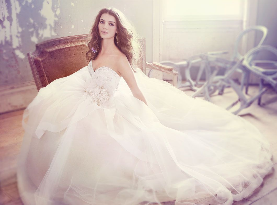 jim-hjelm-bridal-tulle-ball-gown-crystal-embroidered-sweetheart-neck-natural-waist-cascade-chapel-train-8301_zm