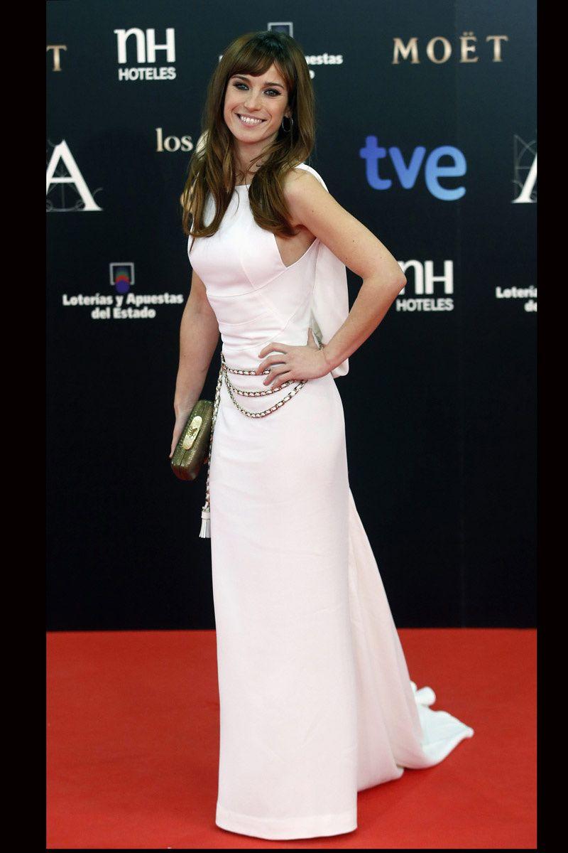 todas_las_imagenes_de_alfombra_roja_y_celebrities_de_los_premios_goya_2013_marta_etura_1056_800x1200