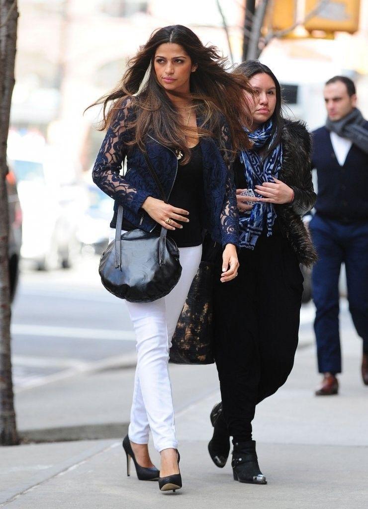 Camila_Alves_Camila_Alves_Takes_Walk_NYC_3_wadui236Rk0x