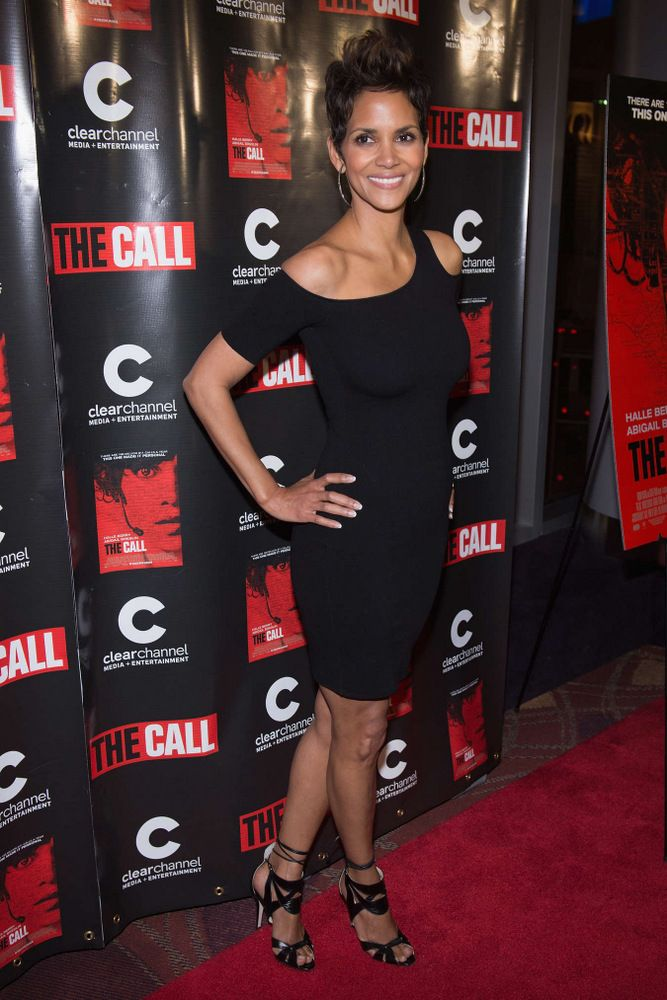 Halle Berry The Call Premiere in Chicago-001
