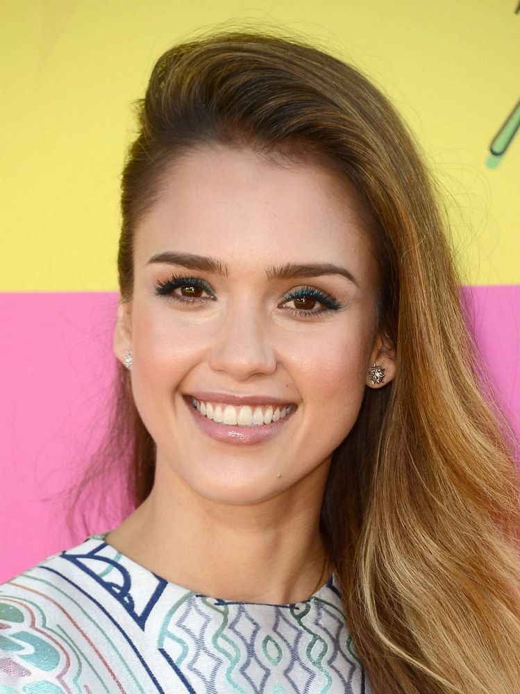 Jessica Alba 26th Annual Kids' Choice Awards in Los Angeles-001
