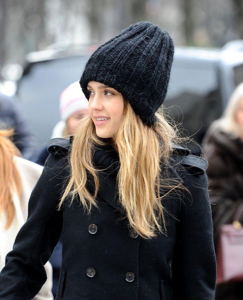 Jessica_Alba_Shopping_In_Paris_CmV4DjVsE-Sx