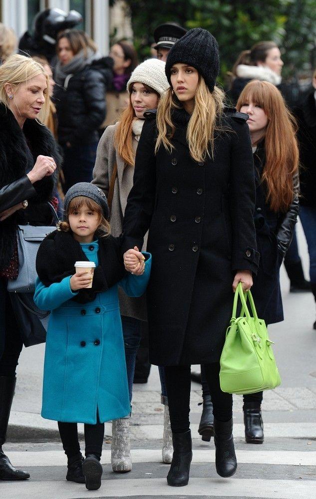 Jessica_Alba_Shopping_In_Paris_QSZxx1EjFQYx