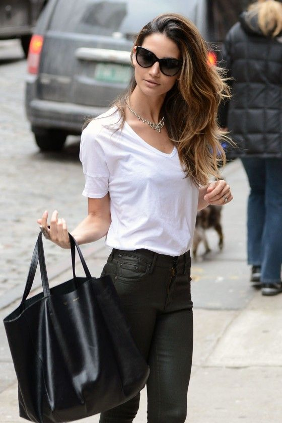 Registo de Avatar - Página 3 Lily-Aldridge-out-and-about-in-NYC-08-560x840
