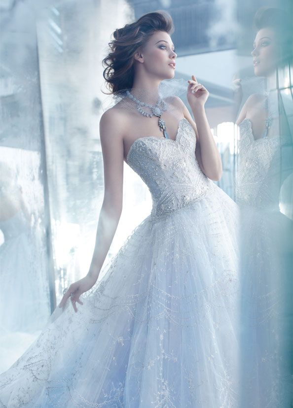 lazaro-bridal-tulle-ball-gown-hand-embroidered-overlay-sweetheart-sheer-dropped-full-gathered-sweep-train-3320_zm