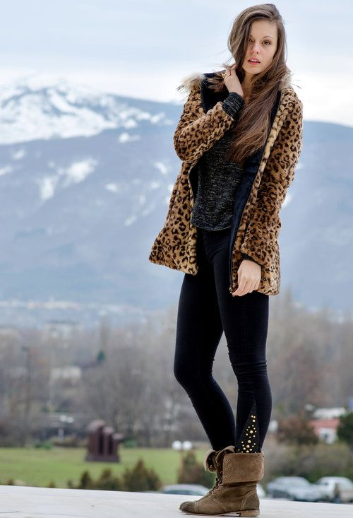 queens-wardrobe-coats-stradivarius-leggings~look-main