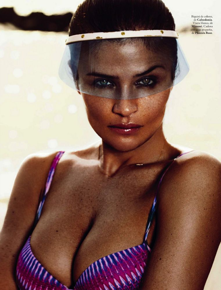 Helena Christensen Elle Spain May 2013-019