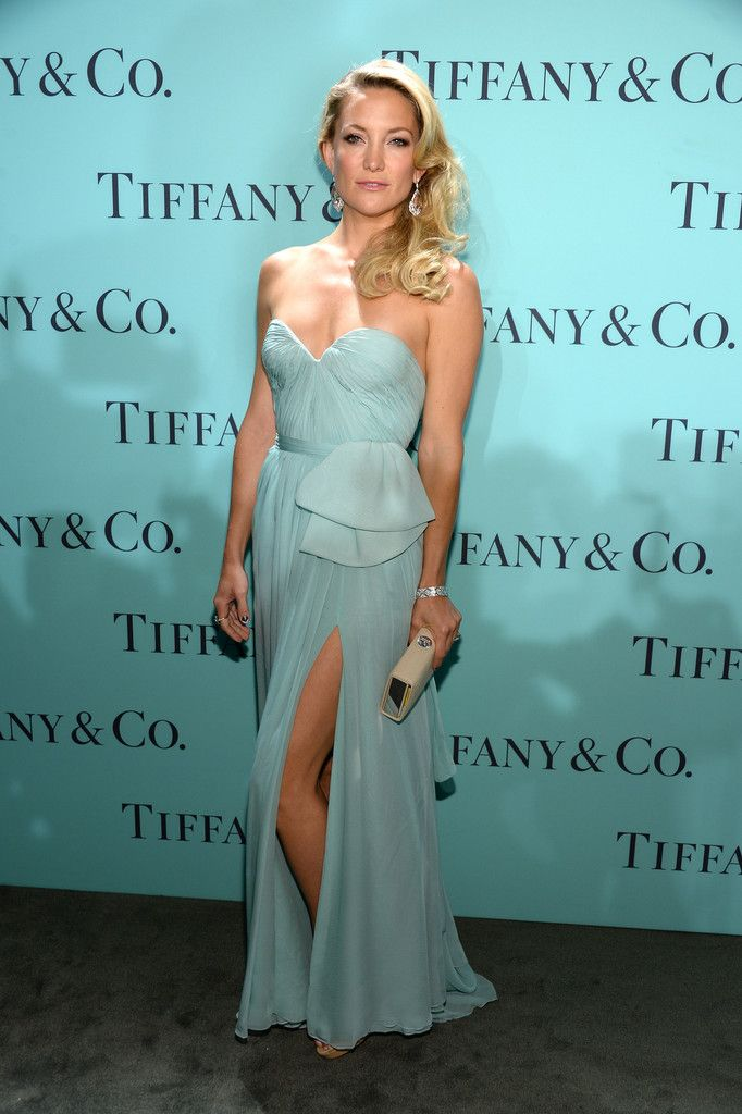 Kate_Hudson_Tiffany_Celebrates_Blue_Book_Ball_B0_axr8kPxwx