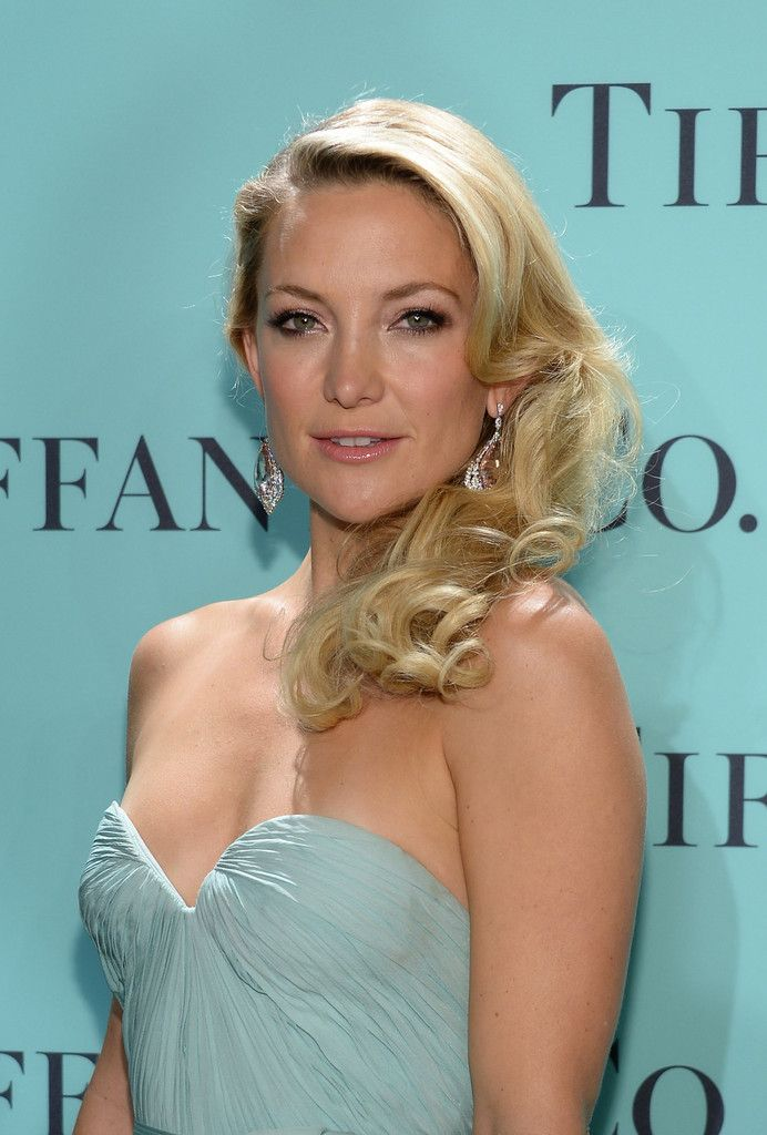 Kate_Hudson_Tiffany_Celebrates_Blue_Book_Ball_sxz7erP21qQx