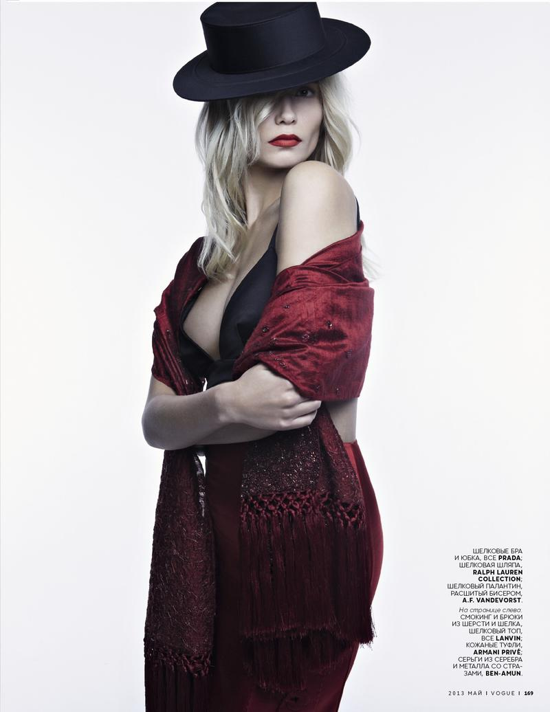 Natasha Poly Vogue Russia May 2013-004