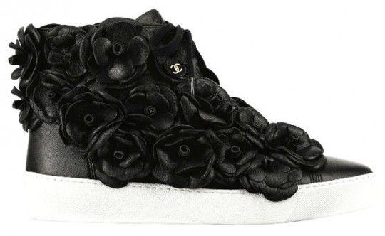 chanel-primavera-2012-camellia-sneakers-540x332