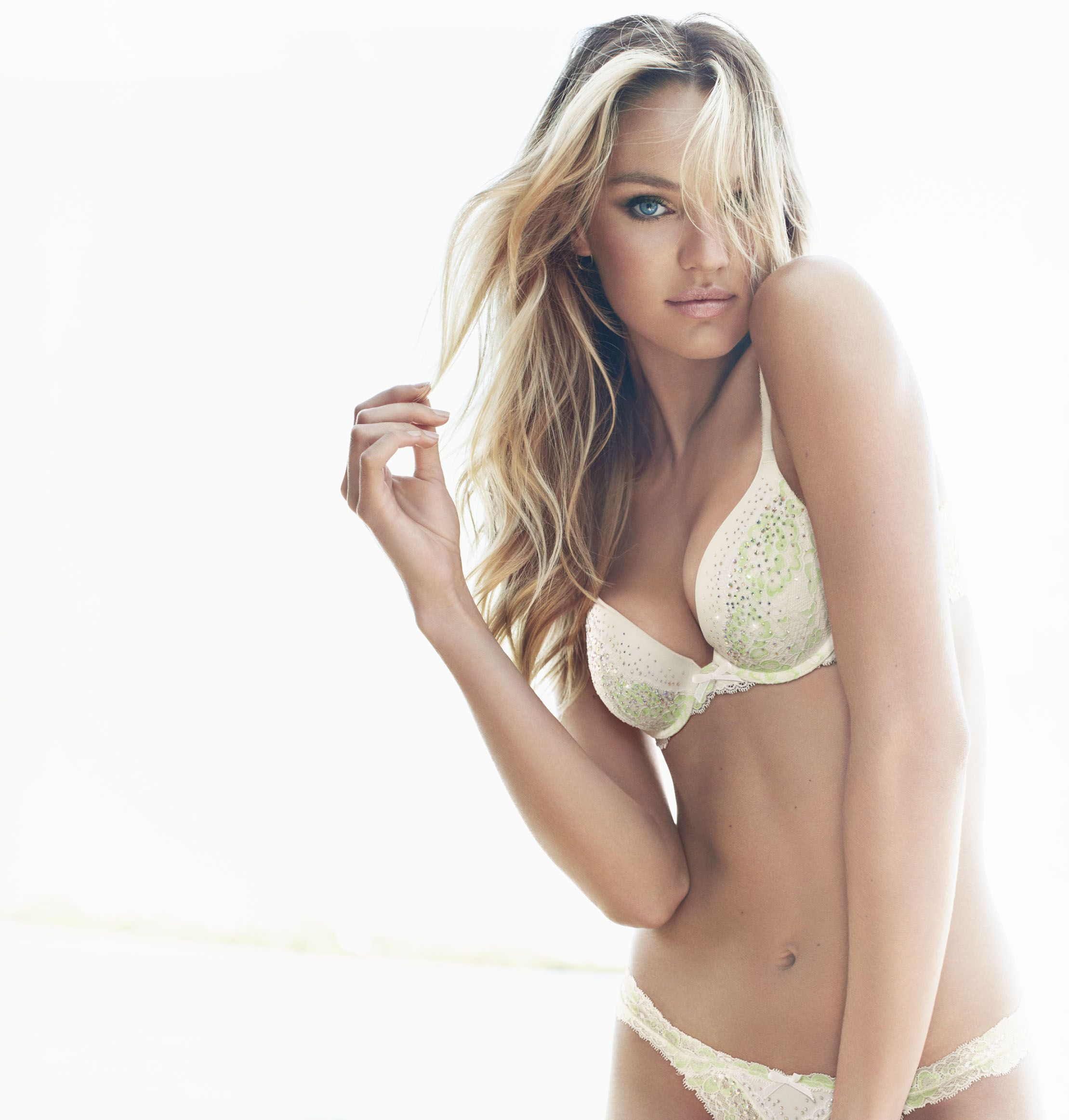 dream-angels-2013-candice-swanepoel-push-up-bra-victorias-secret-hi-res