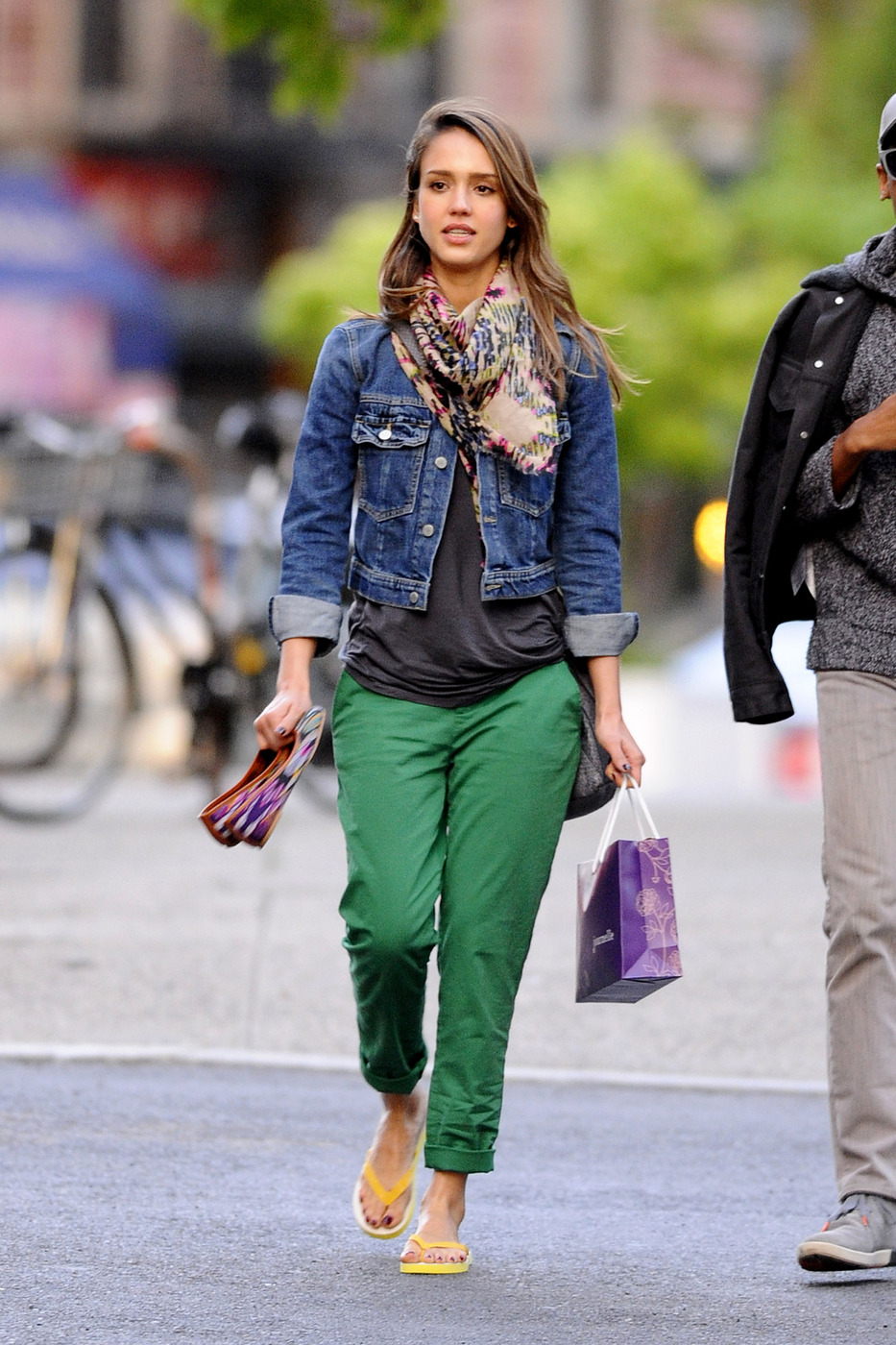 Jessica Alba does some shopping with a friend in New York City