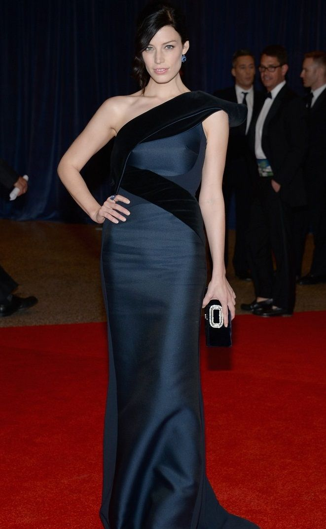 jessica-pare-white-house-correspondents-dinner-2013-red-carpet-01