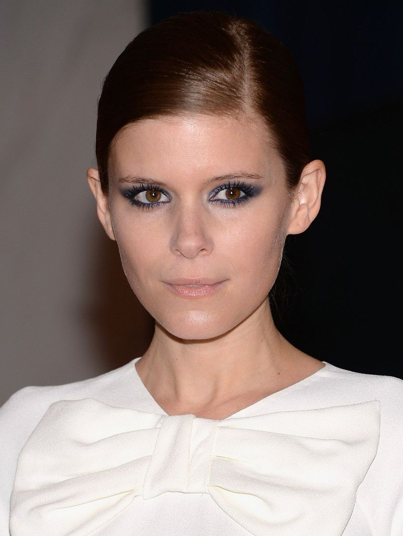kate-mara-white-house-correspondents-dinner-2013-red-carpet-02