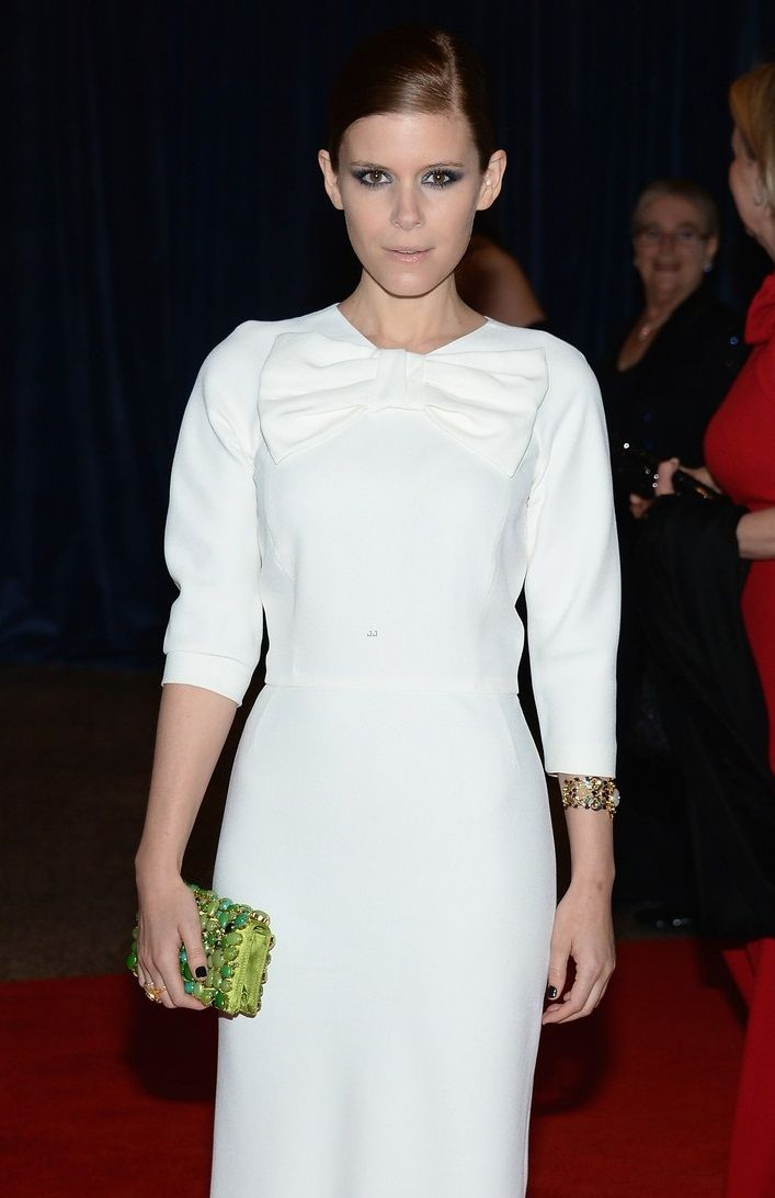 kate-mara-white-house-correspondents-dinner-2013-red-carpet-04