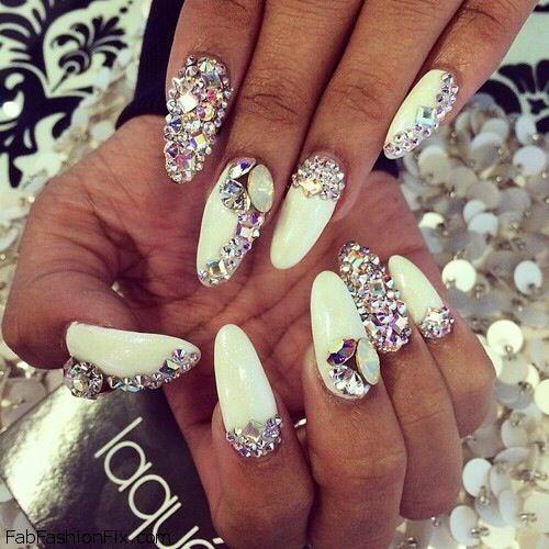 white nailsss