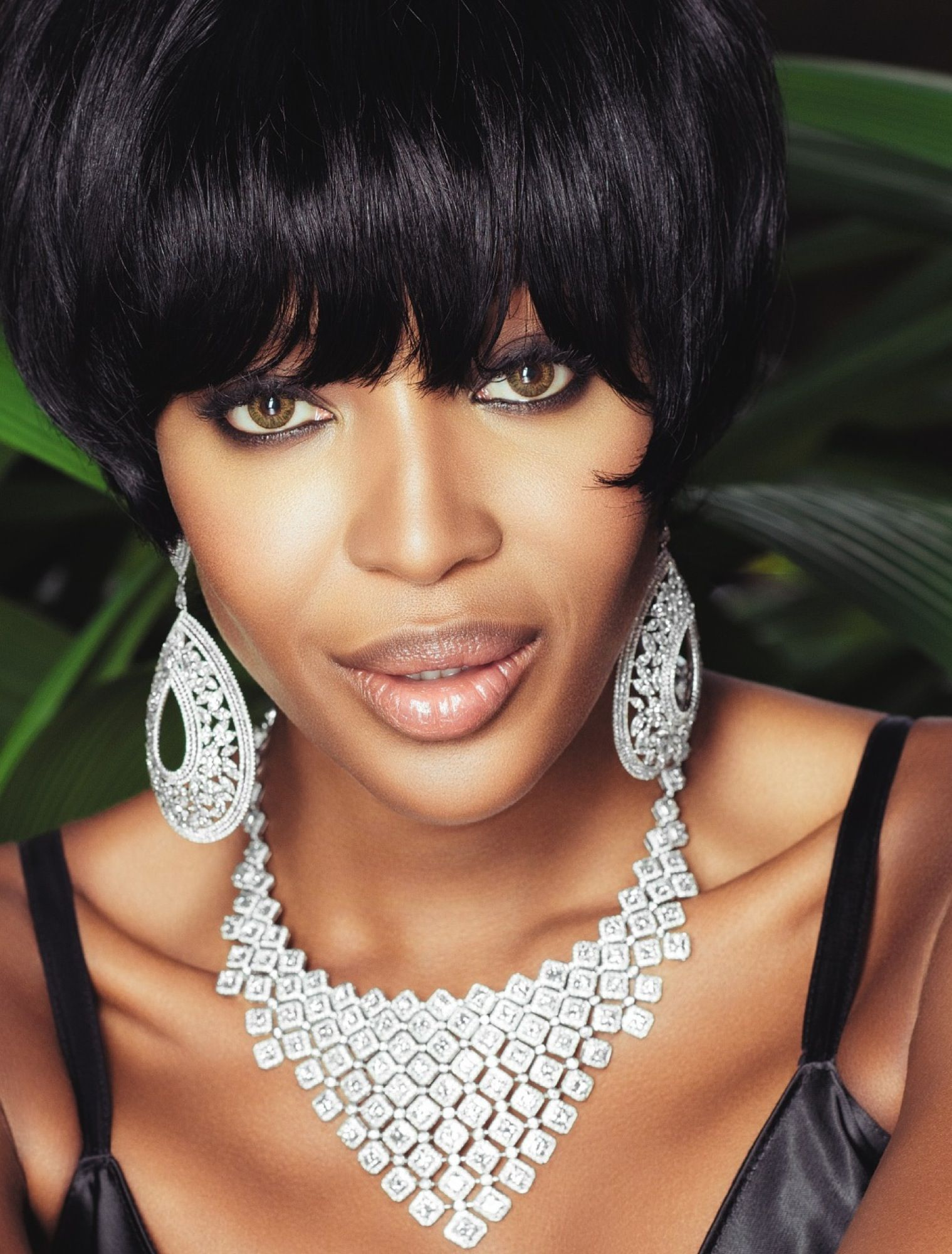 Naomi Campbell Vogue Brazil May 2013_23