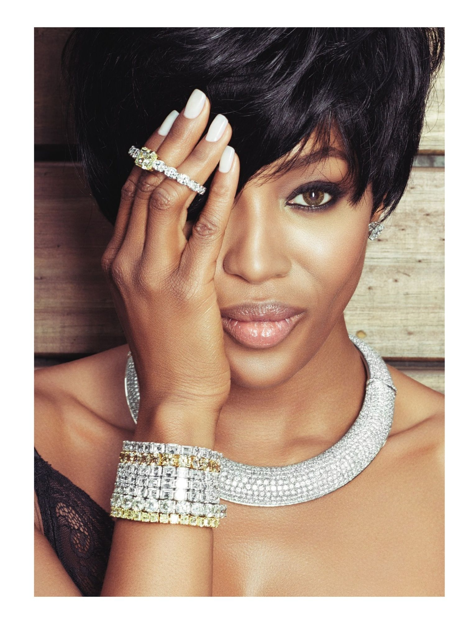 Naomi Campbell Vogue Brazil May 2013_25