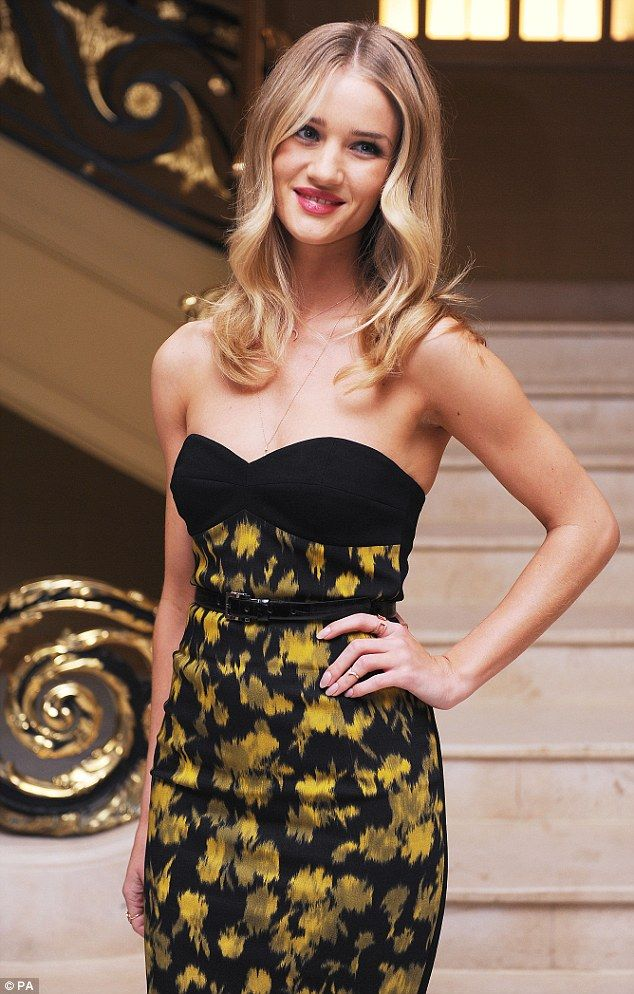 Rosie Huntington-Whiteley Alexandra Shulman and Vogue Dinner in Honour of Michael Kors in London-002