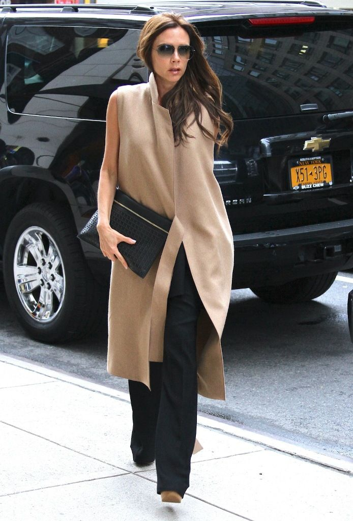 celebrity-paradise.com-The Elder-Victoria Beckham 2013-05-11 - shopping at Barneys in NYC _15_