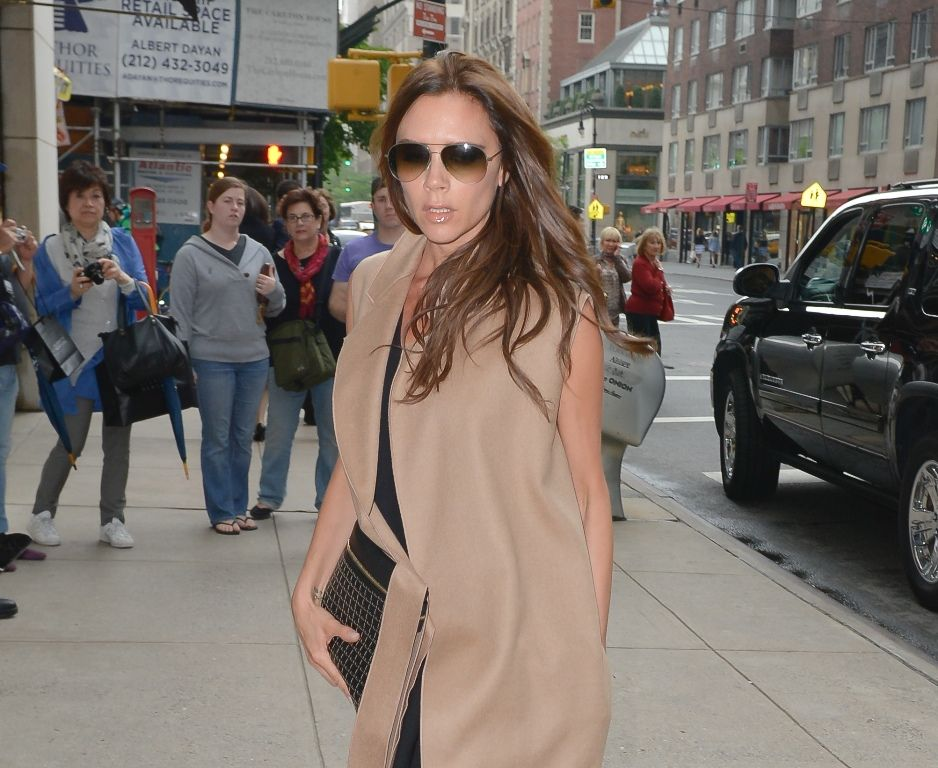 celebrity-paradise.com-The Elder-Victoria Beckham 2013-05-11 - shopping at Barneys in NYC _5_