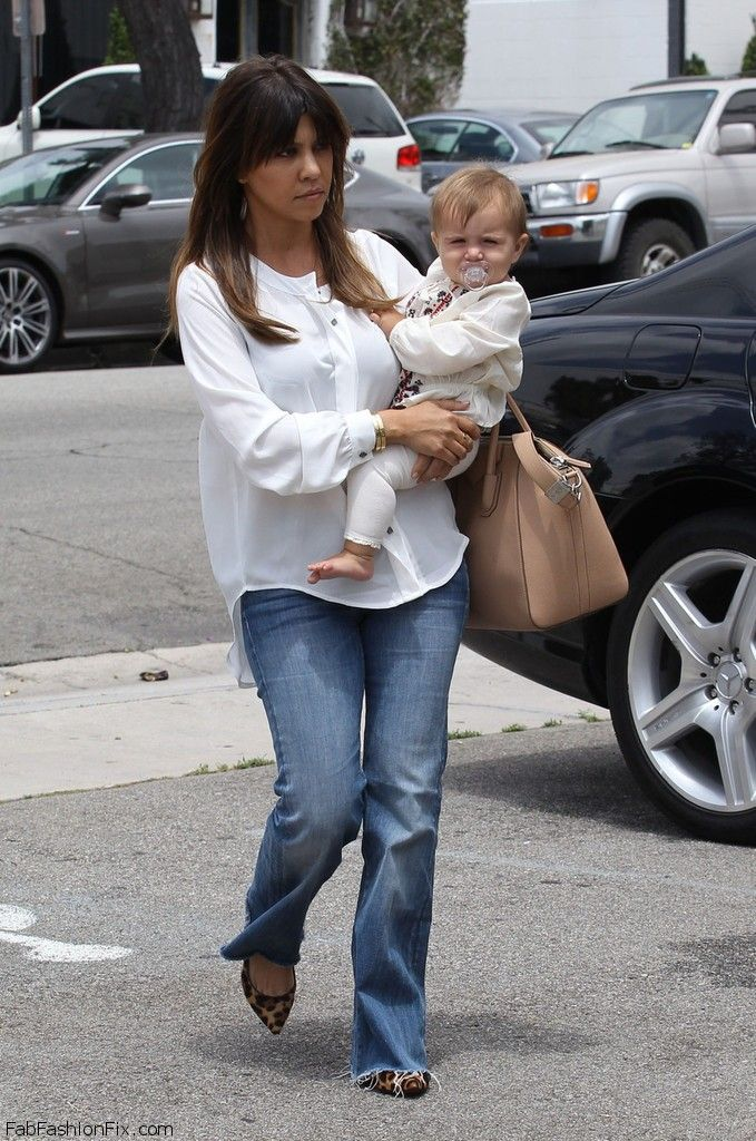 Kourtney_Kardashian_vists_friends_house_son_h-IpNUrvZMpx