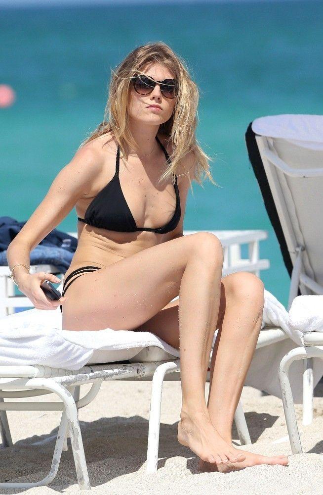 Maryna_Linchuk_relaxes_Miami_Q2xAz0ZpoPKx