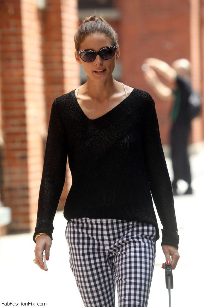 Olivia_Palermo_goes_casual_loose_black_sweater_i
