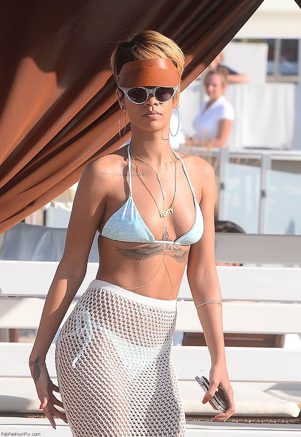 celebrity-paradise.com-The Elder-rihanna _22_